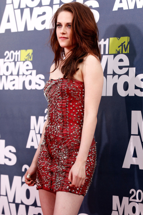 suicideblonde:  Kristen Stewart at the MTV Movie Awards last night  I cant wait for the BREAKING DAWN :)