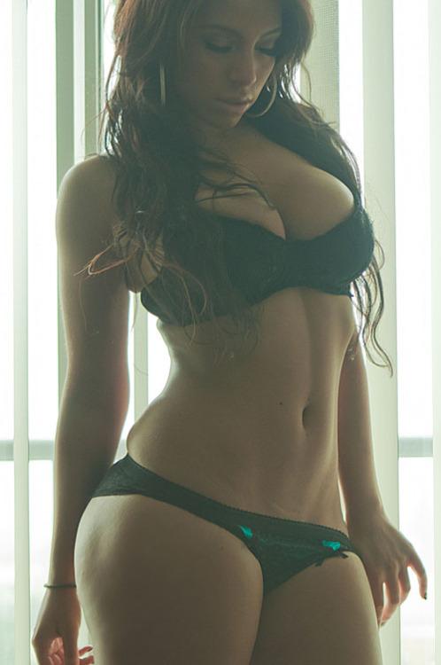 Non nude amateur curvy women