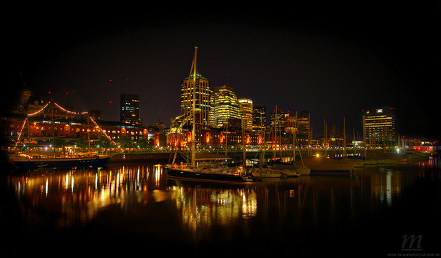 La City nocturna | MHDR Panoramica by |M| Фотомистецтво on Flickr.Via Flickr:Подивитися на чорному фоні | Sobre fondo negro | View on black See also:DockFragataGallery