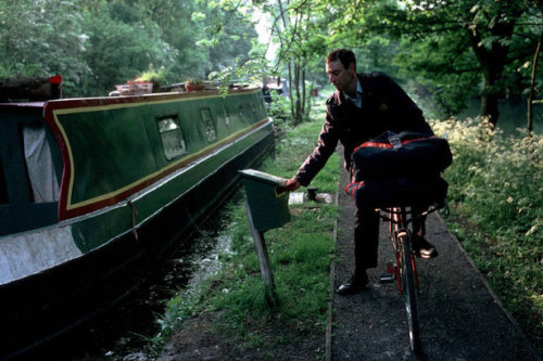 Postman Dermot McGuiness from Ireland delivers mail to people living on barges, Oxford, England, 1994 Stuart Franklin