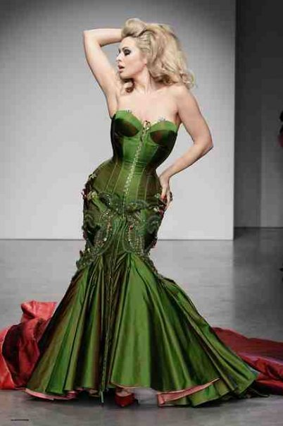 janesvanity:  The color! The curves! Immodesty Blaize, glorious. talkingwithtami:  Immodesty Blaize posed up