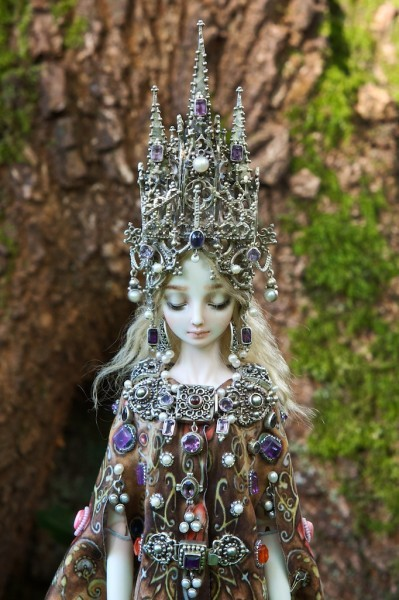Cathedral Doll by Marina Bychkova. Look at her other dolls - they are not to be believed! From the Enchanted Doll here.