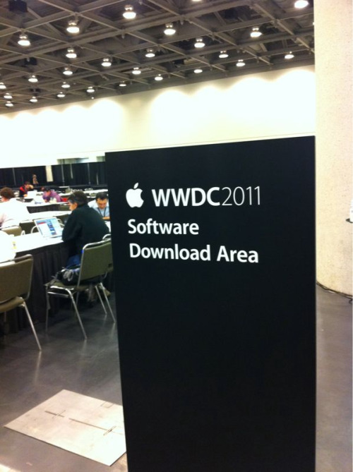 WWDC 2011 - Now downloading Mac OS Lion Developer Preview 4