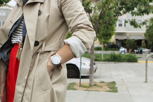 Banana Trench Coat, Denim Button down H&M, Marc Jacobs Watch
