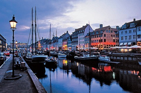 sunsurfer:  Dusk, Copenhagen, Denmark  photo via belmont