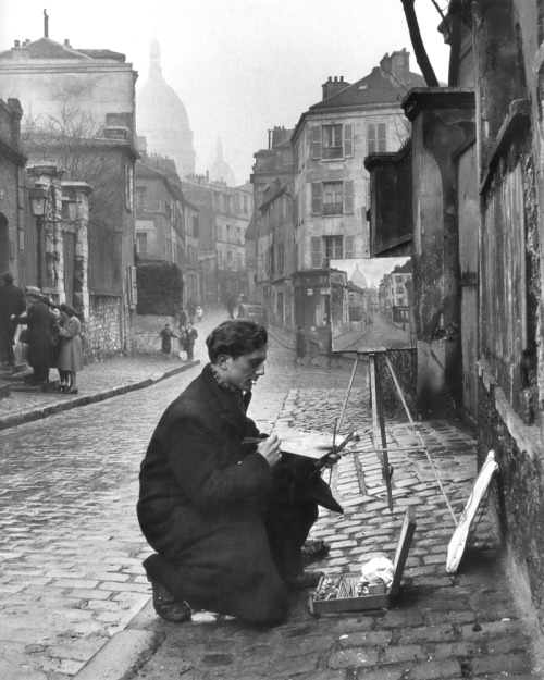 snowce:  painting sacré-coeur from the ancient rue norvins in montmartre, paris, 1946 photo by edward clark, from 'the great LIFE photographers'