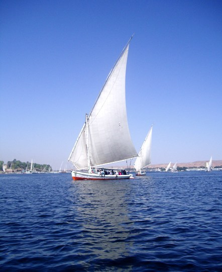 fuckyeahphotography:  Egyptian Felucca on the Nile, taken in 2006 by indigostarfish
