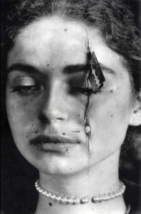 "kirgiakos,juergo:  ""Ariadna's Necklace of Tears"" by Slawomir Rumiak"