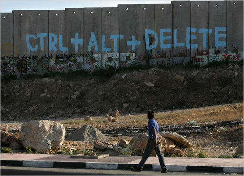 blua:  The wall that separates Palestinian Ramallah from Modiin, Israel