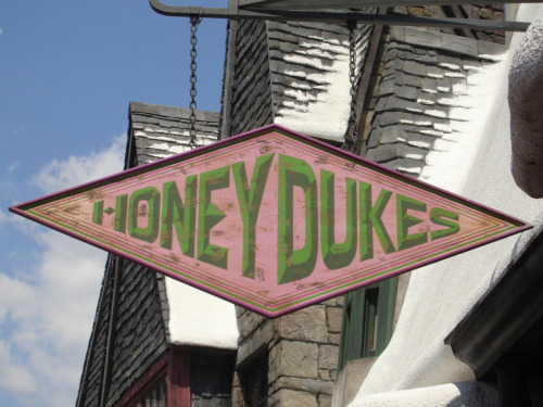 Honeydukes in the Harry Potter Theme Park's Hogsmeade Source: flickr/Te†i~†o†s