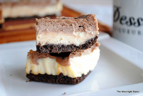 justanguyen:  Nutella cheescake layer bars~ <3