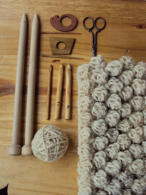 stitchesandpurls:  (via sheepishknitcrochet:bubbles in natural wool)