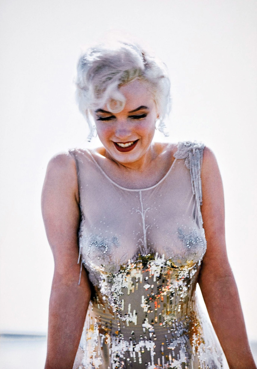 "vintagegal:  Marilyn Monroe on the set of ""Some Like it Hot"" 1959"