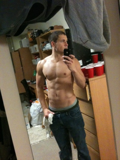 realmenstink:  SEXY IN HIS COLLEGE DORM ROOM !!!