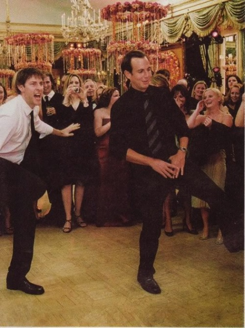 awesomepeoplehangingouttogether:  John Krasinski and Will Arnett plus Amy Poehler in the background (submitted by alotofnonsense)  2good