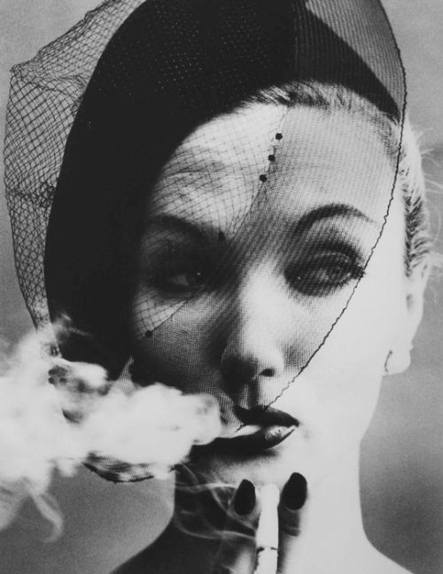 Smoke and Veil, Paris, 1958 (Vogue)© William Klein