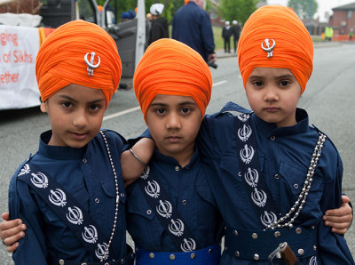 harvestheart:  Young Sikh boys wearing traditional dress and turbans for the Sikh New Year festival of Vaisakhi, annually celebrated with a carnival in Birmingham — Photograph: Jaskirt Dhaliwal