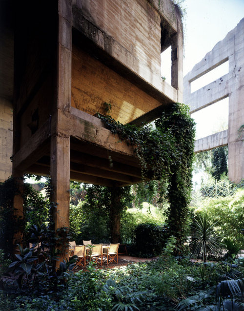 (via Cement Factory Turned into an Amazing Home – Ricardo Bofill « My Modern Metropolis)