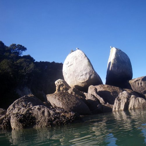 Split Apple Rock in Abel Tasman National Park, NZ.