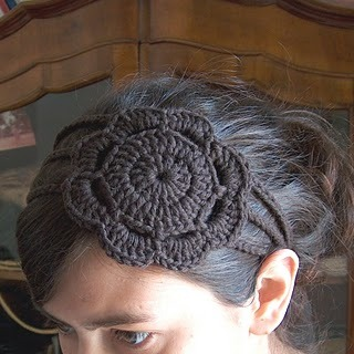 Flower Headband Pattern (via creativeyarn: Headband with Flower) I'm making a few of these in different colours.