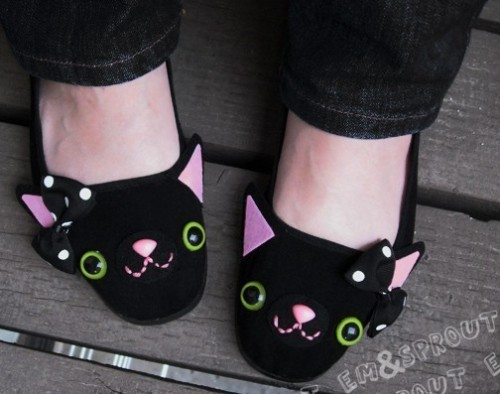 Kitty Mary Jane shoes by emandsprout.  More photos at www.chikorimasou.blogspot.com