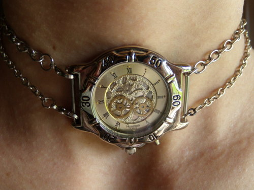 I love the center watch piece, though I'd be afraid it would be too heavy and choke me. I'm not fond of tight things around my neck. :/