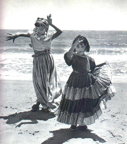 epilepsyblues:   Nomadic Manouche Gypsy girls  I love this photo.