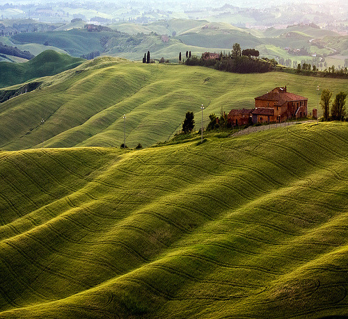 Rolling hills of Tuscany (by gi@ky)