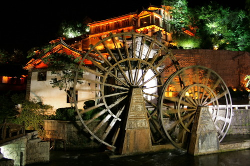 == Watermill in Old Town Lijiang == == Lijiang. China, Yunan ==