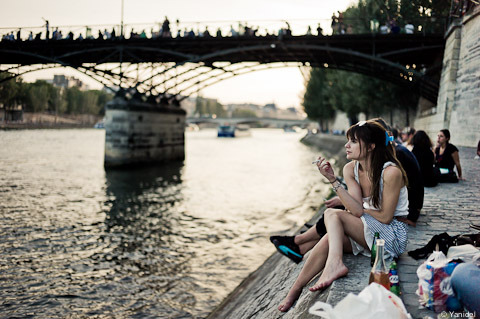 Chick at Seine River in Paris. Taken using Leica M9 with 35mm Summilux Asph by Yanidel.  (via Street Photography in Paris » Blog Archive » A cloud of smoke and nostalgy)