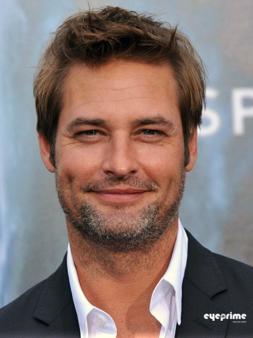 fuckyeahlost:  Josh Holloway at the Super 8 premiere.  hnnnnnng