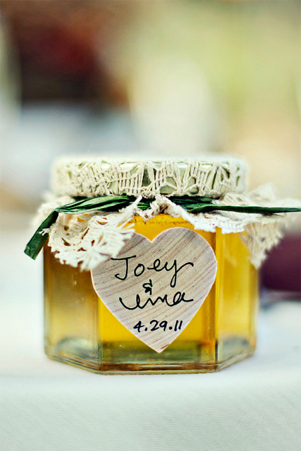 favorcraver:  Darling little jar of honey with sweet details: a rustic lacy cover and a heart-shaped wooden tag.  this + a honey dipper <3