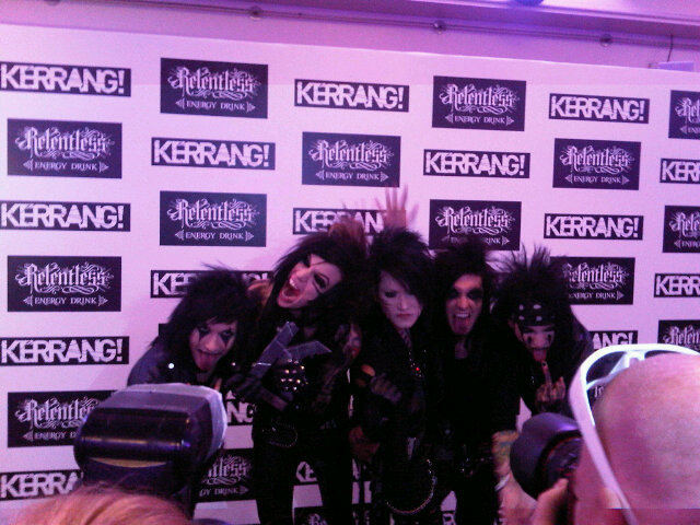 Here's K!'s Best International Newcomer's Black Veil Brides with their award backstage! Lead singer Andy Biersack said that he knew the band were going to win!