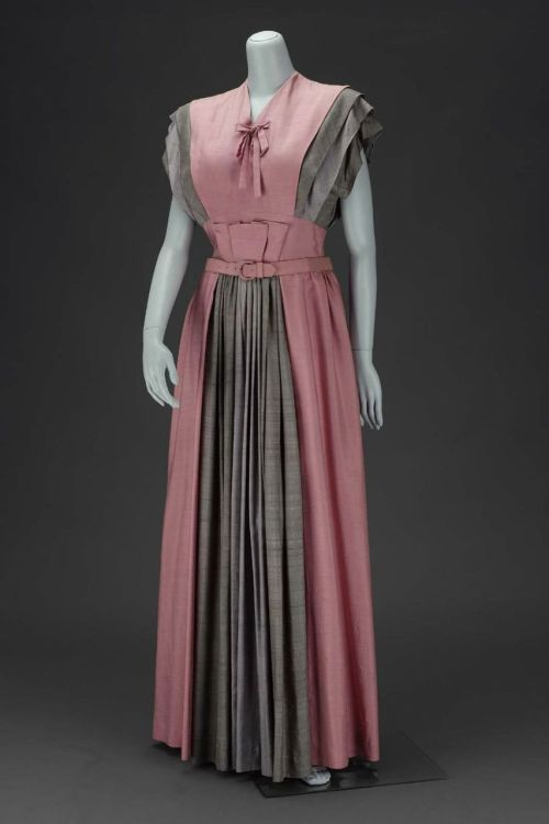 Evening dress by Gilbert Adrian, 1947 United States, MFA Boston