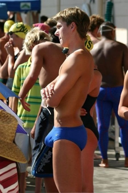 holy fuckin bulge!!!!! he is in lycra, u know my rule…..get in the ring fucker!!!!