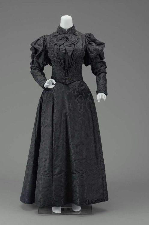Day dress, ca 1890 France, MFA Boston