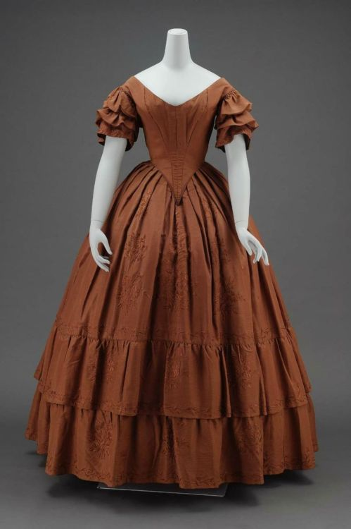 Dinner dress, ca 1840 United States (Massachusetts), MFA Boston I love it, I'm just not liking the brown.