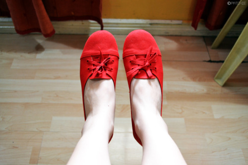 My new red shoes and my tiny feet! ♥