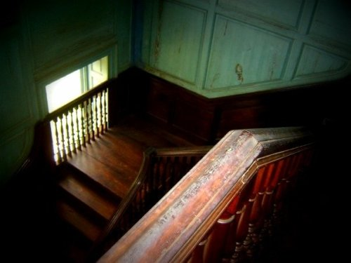 intracoastal-wanderings:  fycharleston:  Staircase inside Drayton HallWest Ashley, SC   I was here a few years ago. This is a really, really beautiful old house.