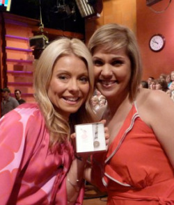 (via @KellyRipa i hope you enjoy your one of a kind jae.c.maie acc… on Twitpic)