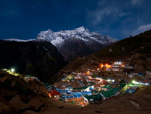 kateoplis:  Everest Base Camp Trek, Nepal by Peter Potterfield Worlds Best Hikes | NG  Over the past decade, author Peter Potterfield has hiked more than 10,000 miles over six continents to research this list. He here tells us his picks for the world's 15 best hikes, including Patagonia, Tasmania, Newfoundland, and Petra. Read more in his best-selling book Classic Hikes of the World or his forthcoming book Classic Hikes of North America (to be released in 2012).