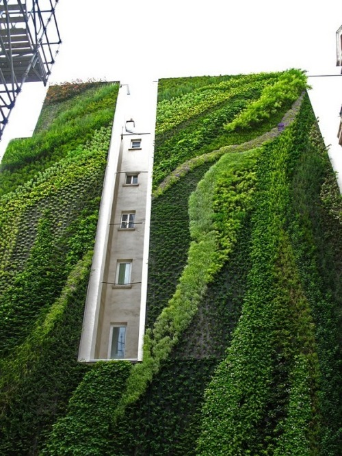 Can you imagine if 85% of all buildings had this? the city would be a completely different atmosphere