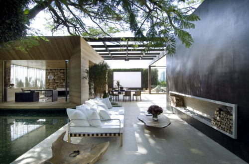 homedesigning:  A stunning home blurring the interior-exterior divide. More pictures here.  Amazing!