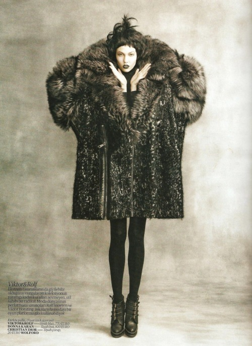 Karlie Kloss in 'Kusursuz Karma (Perfect Combination)' Photographer: Max Vadukul Coat: Viktor & Rolf F/W 2010/11 Vogue Turkey September 2010
