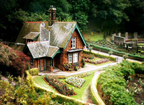 waterlilyjewels:  Gingerbread House - Princes Street Gardens, Edinburgh (by Ljubica_R)