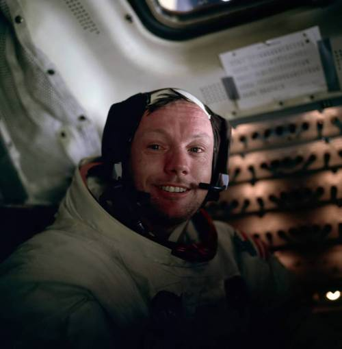 Neil Armstrong, photographed by Buzz Aldrin shortly after the Apollo 11 EVA  画