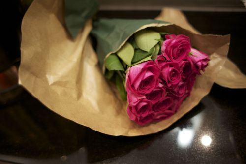 ysvoice:  | ♕ |  Roses from King's Cross Station, London.  | by/via hawaiiancoconut