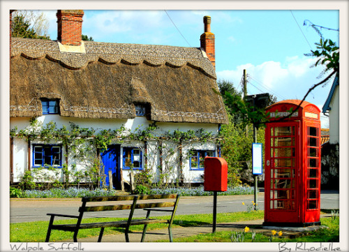 lovingtheuk:  A thatched cottage in Walpole, Suffolk, England.  i'm an anglophile at heart.
