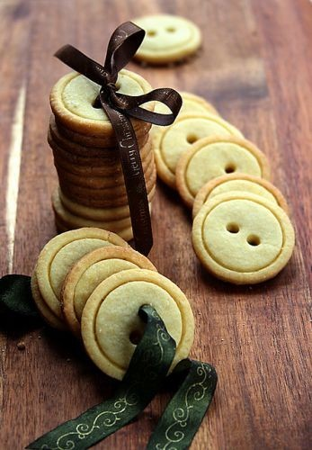 ohyaydesign:  Gift idea: Button cookies