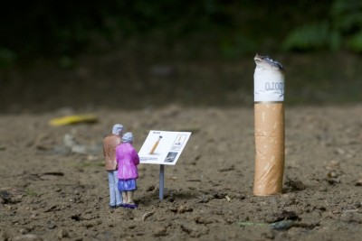 limmynem:   Little People - A Tiny Street Art Collection.